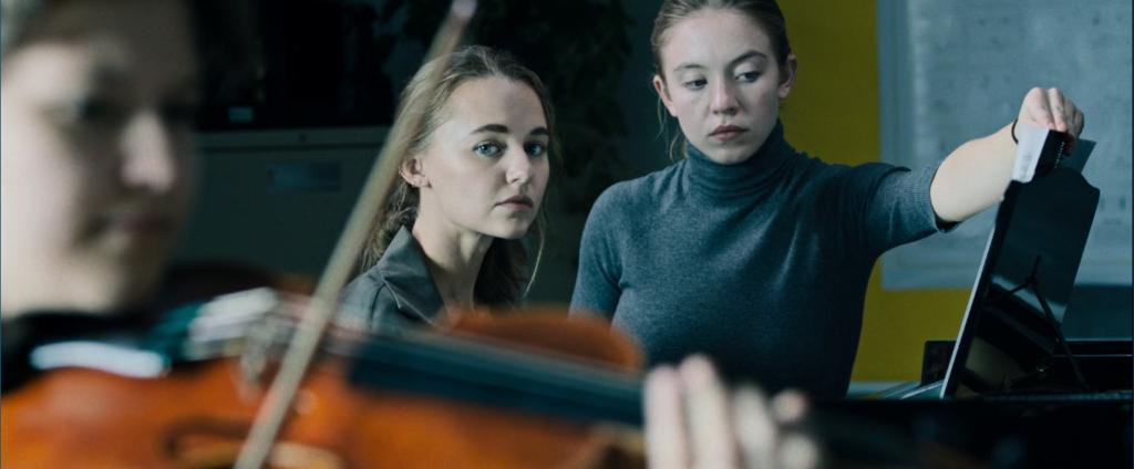 Nocturne: Jules (Sydney Sweeney) e Vi (Madison Iseman).