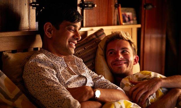 Fred (Amit Kaushik Shah) e Sam (Jonathan Bailey)