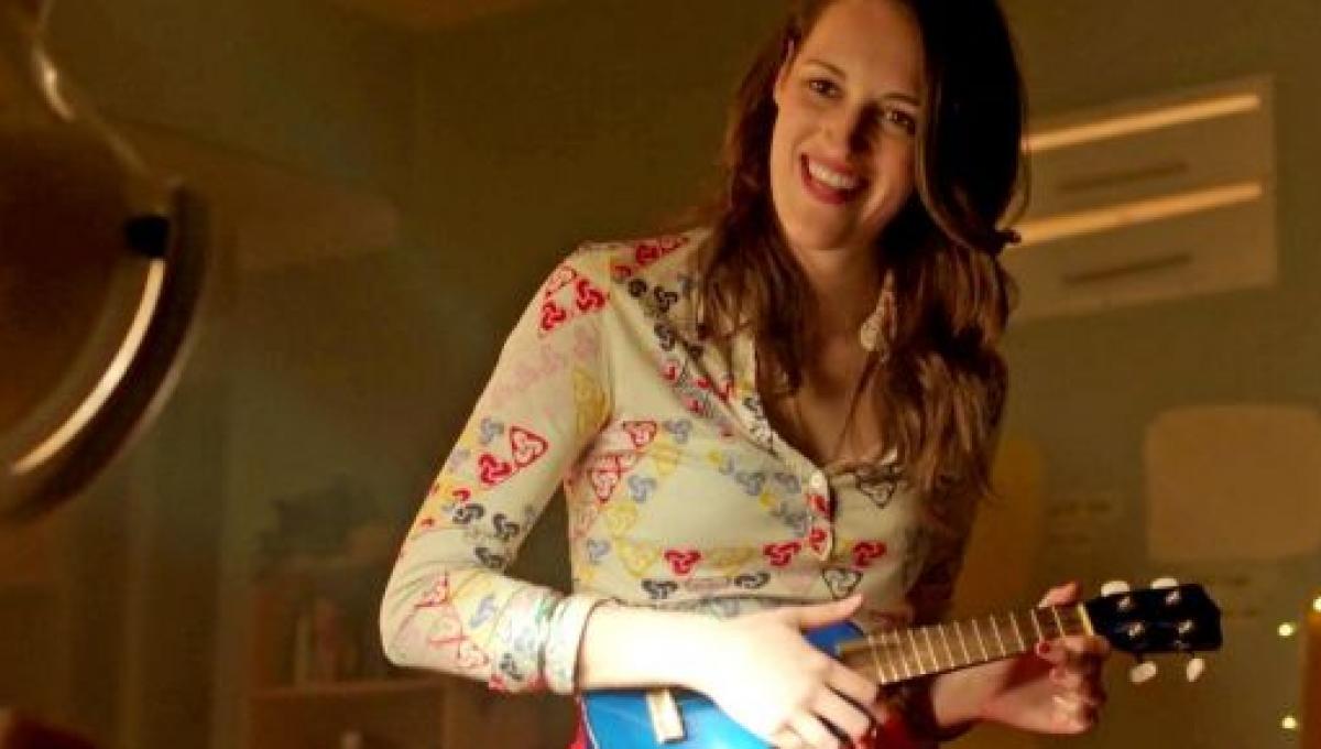 Lulu (Phoebe Waller-Bridge) nella prima puntata di Crashing