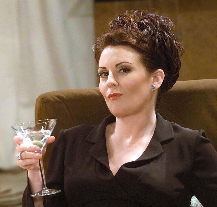 Karen Walker (Megan Mullally) e il suo immancabile Martini.