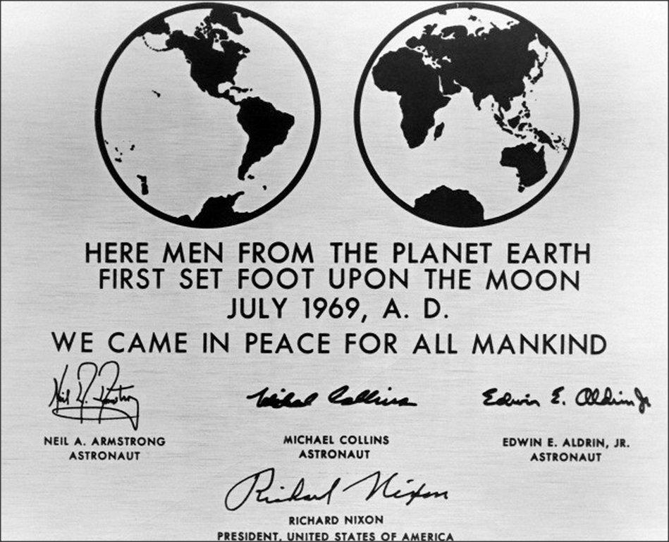 For All Mankind deve decidere cosa fare da grande - La placca celebrativa dell'Apollo 11 che da il nome alla serie (in cui è stata ovviamente inutilizzata).