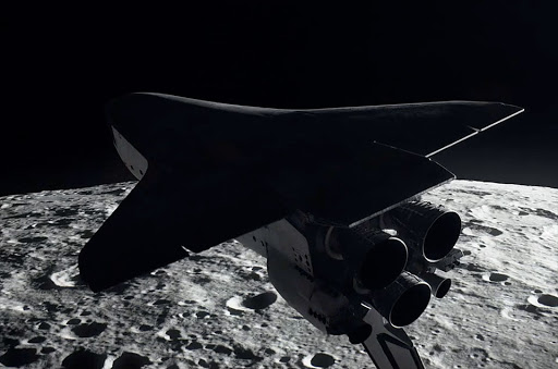 """For All Mankind deve decidere cosa fare da grande - Lo Space Shuttle in volo rovescio sulla luna: un esempio di """"fantascienza grounded"""" in For All Mankind."""