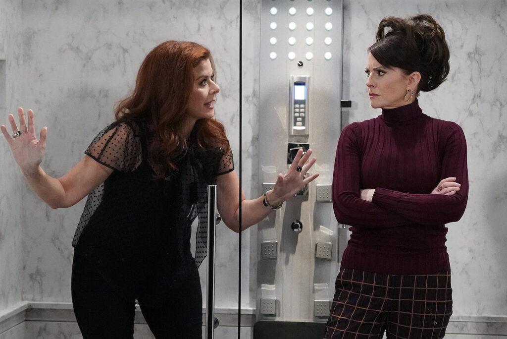 Debra Messing (Grace) e Megan Mullally (Karen) in una scena della nona stagione di Will&Grace.